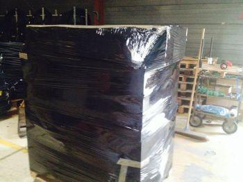 Film d'emballage noir indispensable pour la pieuvre électrique.